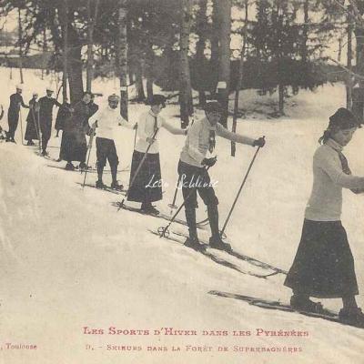 9 - Skieurs dans la forêt de Superbagnères
