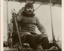 90 - Le Capitaine Marconnet sur son Aéroplane
