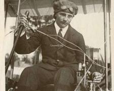 98 - L'Aviateur Weymann sur son Aéroplane