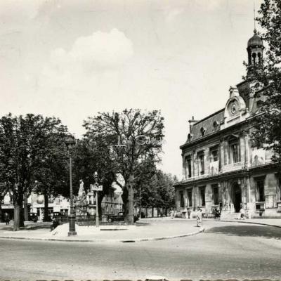 A.C. 9 - SAINT-OUEN - Place de la République