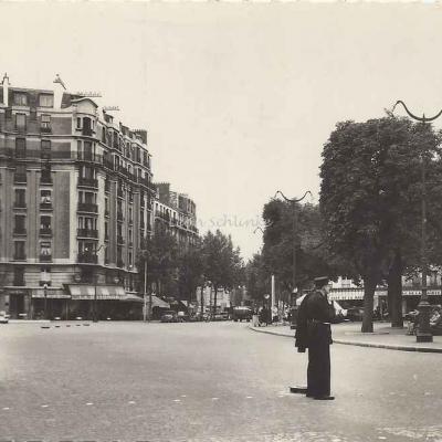 Abeille-Cartes 378 - Saint-Ouen, place de la Mairie
