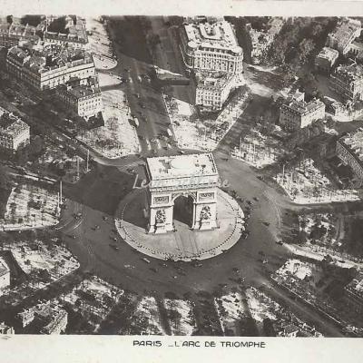 Aéro-photo 129 - L'Arc de Triomphe