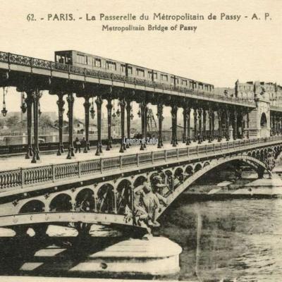 AP 62 - PARIS - La Passerelle du Métropolitain de Passy