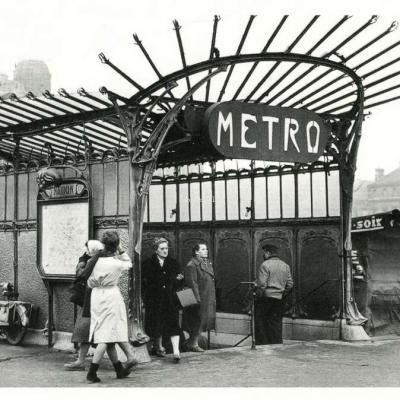 Association Soleil - Entrée du métro place de la Nation 1961