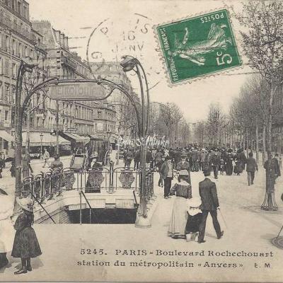 EM 5245 - Boulevard Rochechouart et Station Anvers