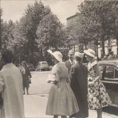 Carte-photo - Au Village d'Auteuil, un mariage ?