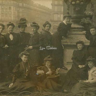 Carte-photo - Les Employées des Grands Magasins du Louvre