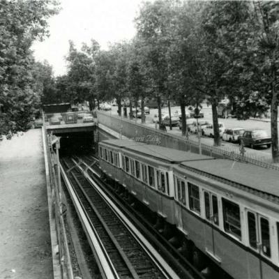 Carte-photo - sur la voie, en sortie de Corvisart vers Place d'Italie