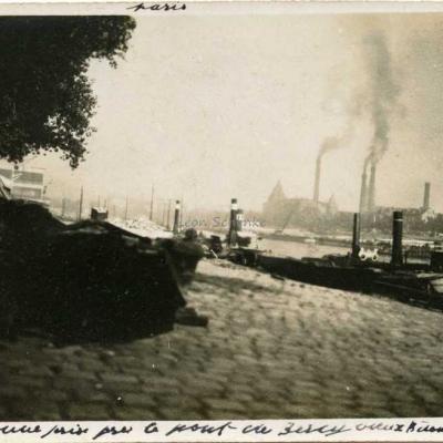 Carte-photo - vue des Usines Electriques prise du Pont de Bercy