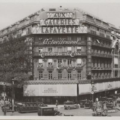 Le Boulevard Haussmann et les Grands Magasins -