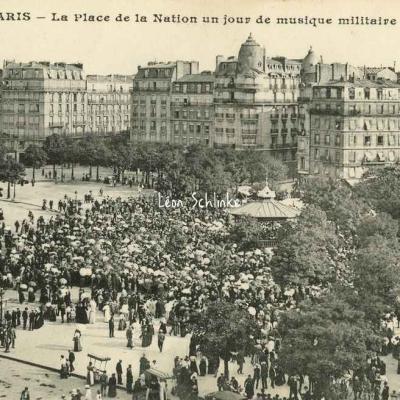 CM 425 - La Place de la Nation ub jour de musique militaire