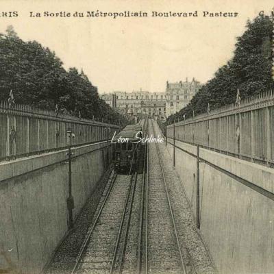 CM 486 - La Sortie du Métropolitain Boulevard Pasteur