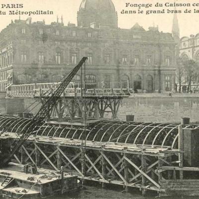 CM 633 - Fonçage du caisson central dans la Seine