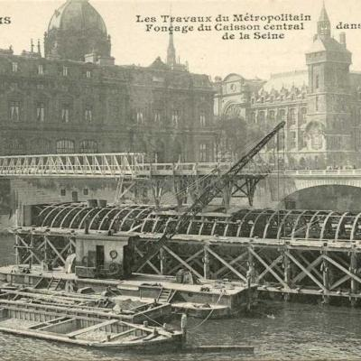 CM 635 - Fonçage du caisson central dans la Seine