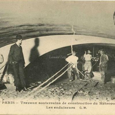 CM 703 - PARIS - Travaux de construction du Métro - Les enduiseurs