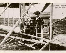32 - Comte de Lambert sur son Aéroplane