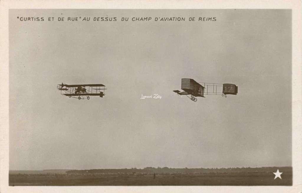 Curtiss et De Rue au dessus du Champ d'Aviation de Reims