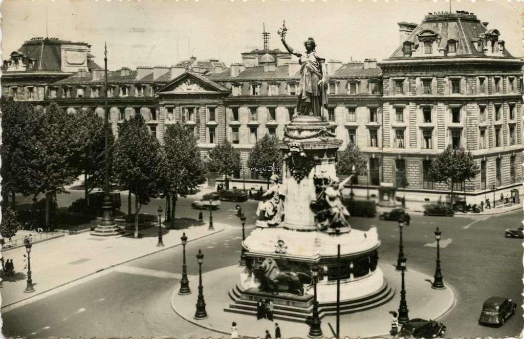 DD 31 A - La Place de la République