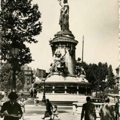 DD 31 - La Place de la République