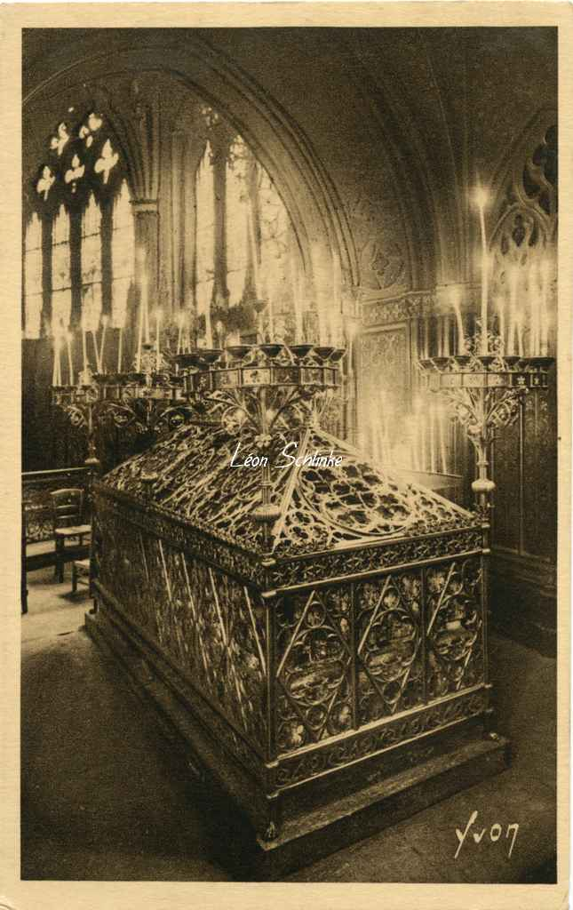 Eglise St-Etienne du Mont, Sarcophage Ste-Geneviève