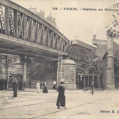 EL 38 - Station du Metropolitain Barbès