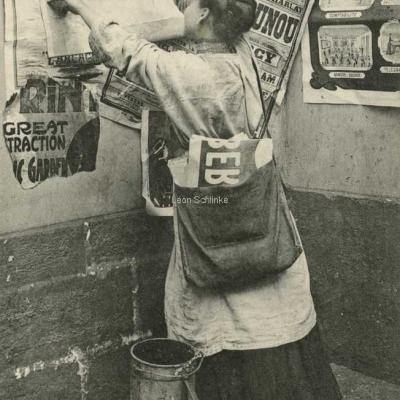 ELD 2132 - La première femme colleuse d'affiches