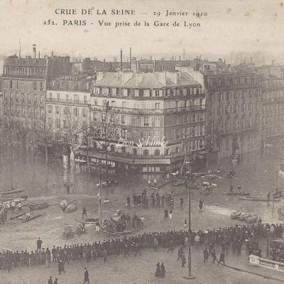 ELD 252 - Crue de la Seine, vue prise de la Gare de Lyon