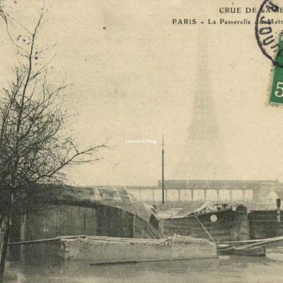 ELD - Crue de la Seine, La Passerelle du Métro et la Tour Eiffel