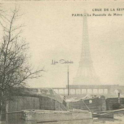 ELD - La Passerelle du Métro et la Tour Eiffel