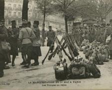 ELD - PARIS - Manifestation du 1er Mai -  Les Troupes au repos