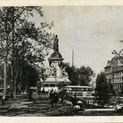 Erpé 38 - EN VISITANT PARIS - Place de la République