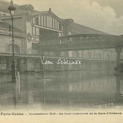 FF 130 - Inondations 1910. La Cour intérieure