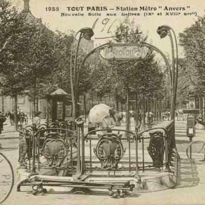 TOUT PARIS 1958 - Station Métro Anvers, Nouvelle Boîte aux lettres