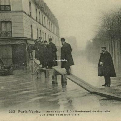 FF 232 - Paris-Venise - Inondations 1910 - Boulevard de Grenelle à la Rue Viala