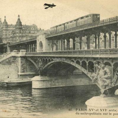 FF 42 - PARIS (XV° et XVI° arrts) - La passerelle du métro sur le pont de Passy