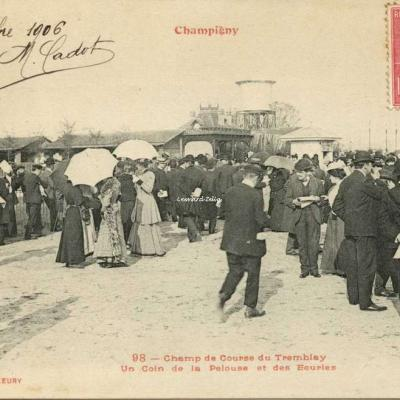 FF 98 - Champigny - Champ de Courses du Tremblay - Un Coin de la Pelouse et des Ecuries