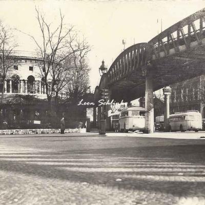 Godneff 16 - Place Stalingrad