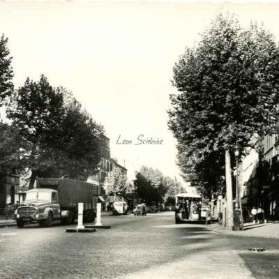 Godneff 24 - Paris (XIX°) Avenue Jean-Jaurès - Métro ''Laumière''