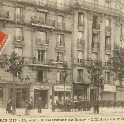 Gondry 1237 - Un coin du Carrefour de Bercy - L'Entrée du Métro