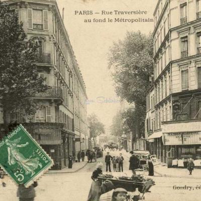 Gondry - PARIS - Rue Traversière au fond le Métropolitain
