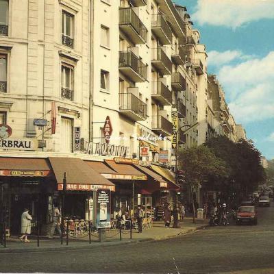 Guy 2004 - Place de Stalingrad, Tabac ''La Rotonde''