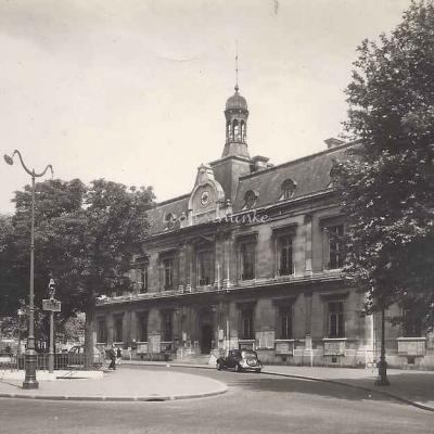 Guy 351 - Saint-Ouen, la Mairie place de la République