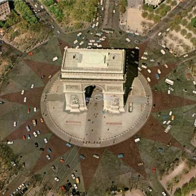 GUY 5616 - L'Arc de Triomphe, en survolant Paris