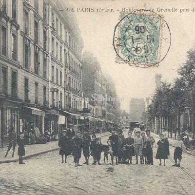HF 252 - Boulevard de Grenelle pris de la rue Violet