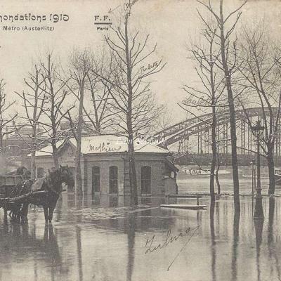 FF 44 - Inondations - La Passerelle du Metro