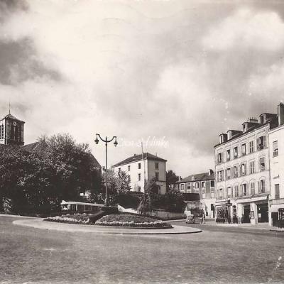 Raymon 396 - Ivry - Place de l'Eglise