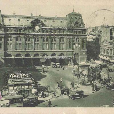 Jan 58 - La Gare Saint-Lazare et la Place du Hâvre
