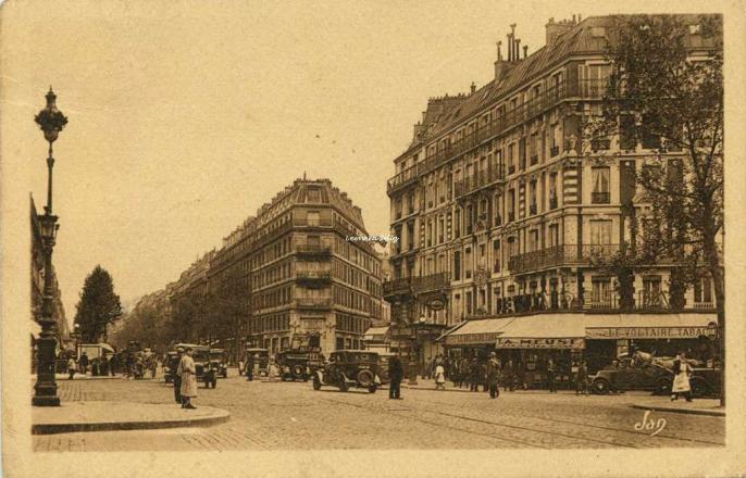 Jan - Paris - La Place Voltaire et le Boulevard