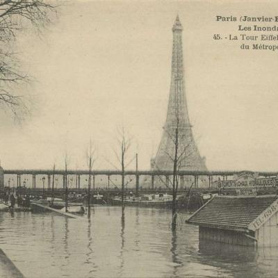 JF 45 - Les Inondations - La Tour Eiffel et la passerelle du Métropolitain