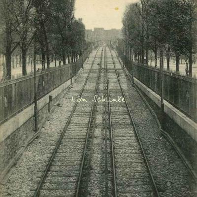 JH 451 - Métro Bd St-Jacques, au fond Station Glacière